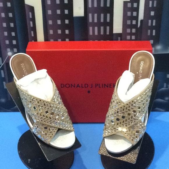 Donald J. Pliner Shoes - DONALD J. PLINER suede  SAND SLIDE SZ 7.5